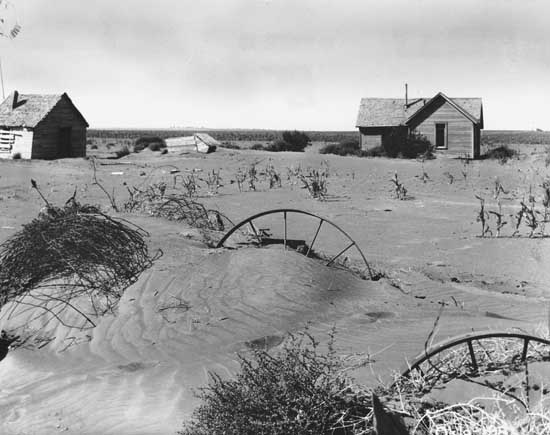 a history of dust bowl in united states of america Interesting facts about the dust bowl the state of california enacted a law that made it illegal to bring poor people into the state author john steinbeck wrote about a migrant family from the dust bowl in the grapes of wrath around 60% of the population left the region during the dust bowl.